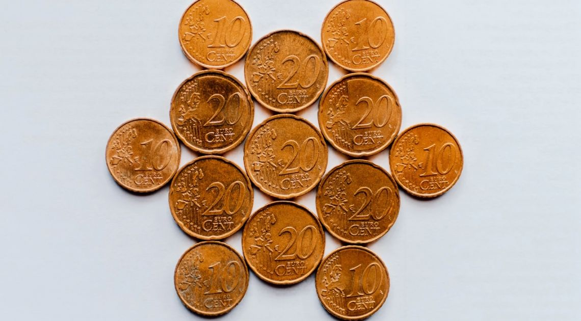 Sytuacja na kursie euro (EUR). Europejska waluta w górę względem dolara (USD). Czekając na przełom