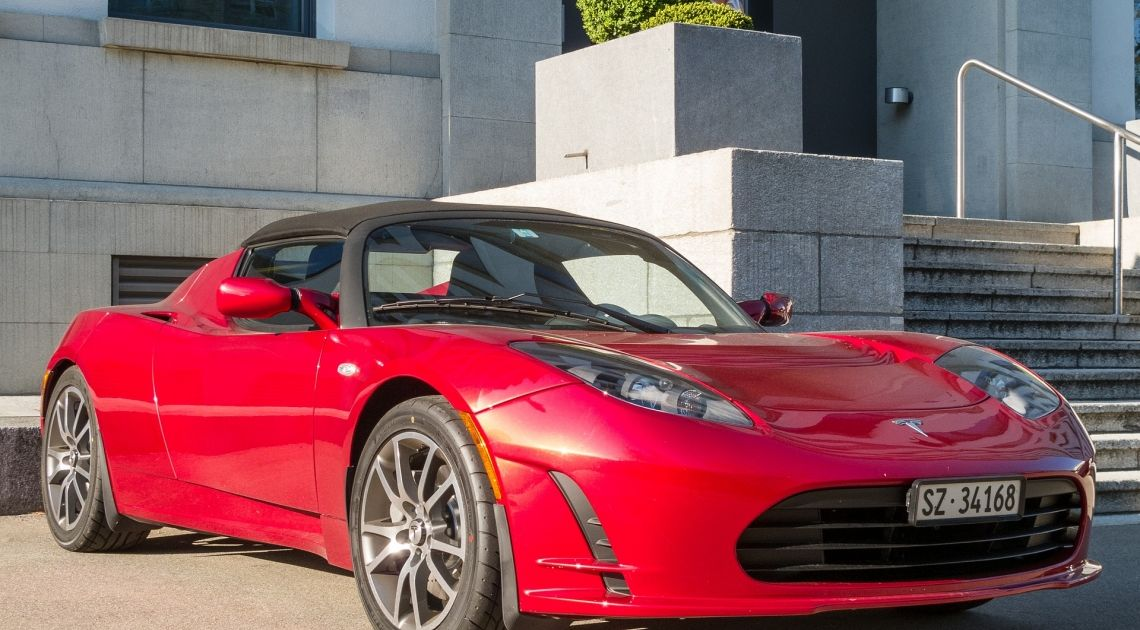 Tesla ponownie sprzedawana na wyścigi. Jak nisko spadnie kurs motoryzacyjnego giganta?