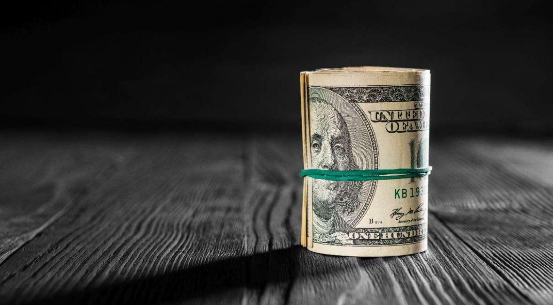 Tło zaaranżowane idealnie pod aktywa ryzykowne - dolar amerykański (USD) w niepewnym położeniu
