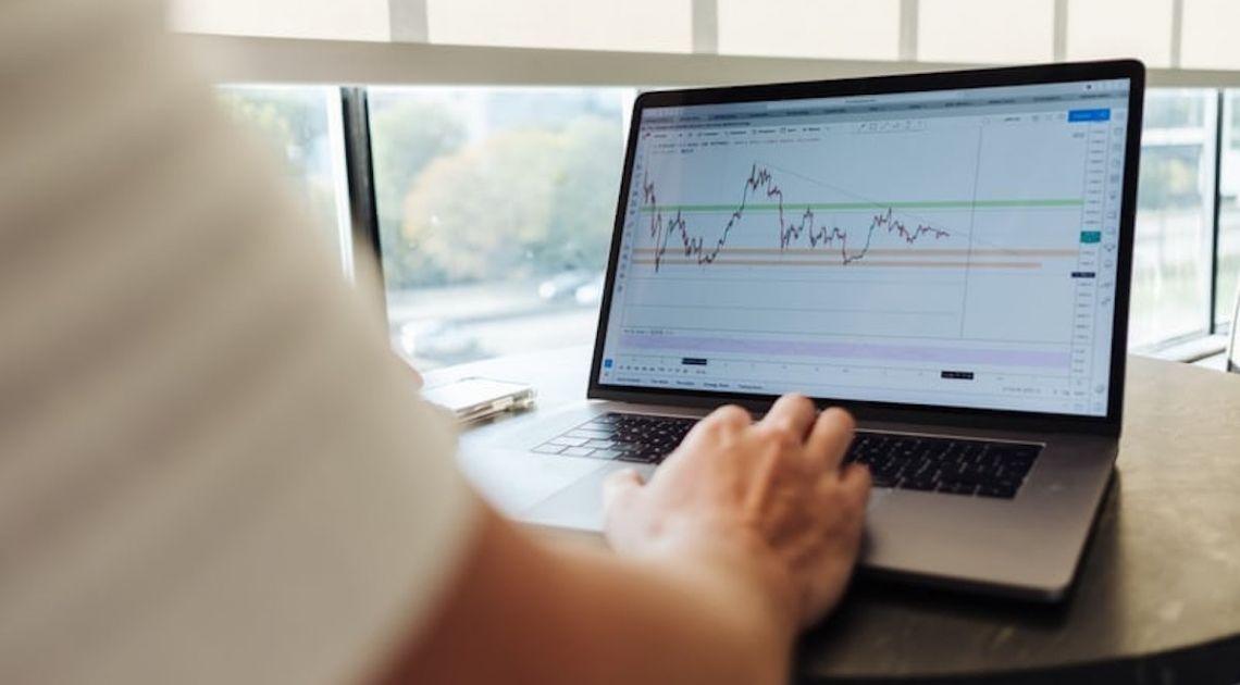 Wczorajsza sesja na europejskich indeksach zakończyła dzień na minusie od -0,5% (FTSE 100) do -0,8% (DAX)
