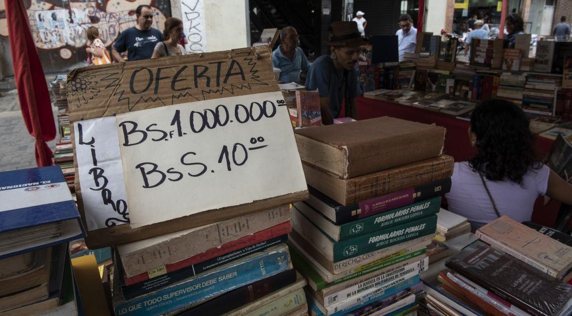 Wenezuela wprowadza dwie nowe waluty - cały kraj pogrążony w chaosie