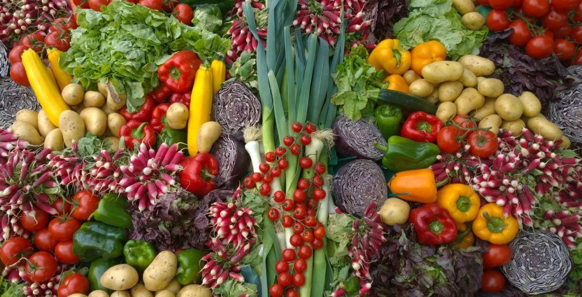 Wojna na ceny z lokalnymi sprzedawcami. Sklepy próbują przyciągać klientów dużymi promocjami warzyw