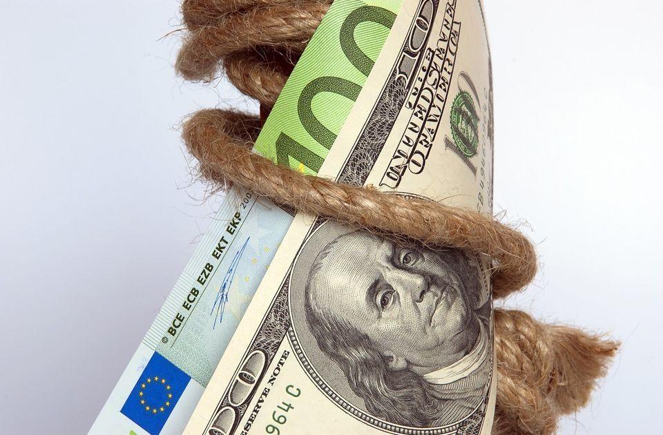 Wojna na słowa podnosi zmienność EUR/USD