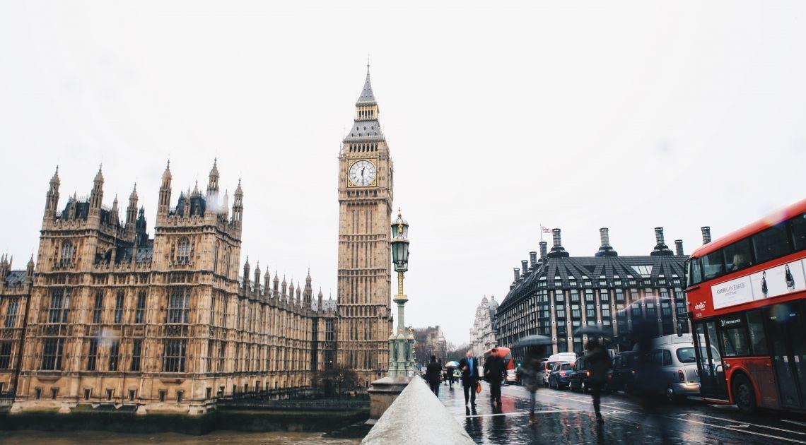Wyjeżdżasz do Wielkiej Brytanii? Sprawdź jak osiągnąć korzystny kurs funta