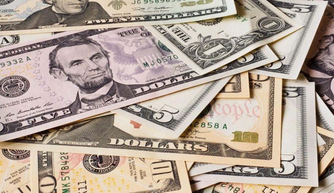 Wzrosty kursów dolara amerykańskiego i australijskiego. Funt także zwyżkuje. Sytuacja na rynkach finansowych
