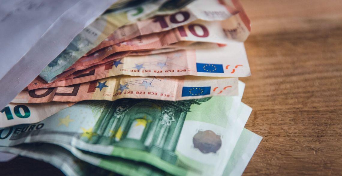 Wzrosty kursu euro (EUR) do dolara (USD). Obawy związane z pandemią napędzają niedźwiedzi sentyment