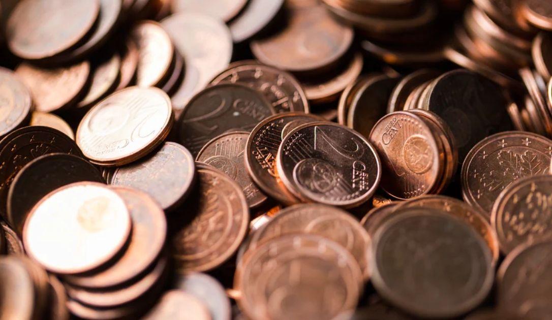 Wzrosty kursu euro (EUR) względem dolara (USD). Niższe otwarcie w Europie przed konferencją Trumpa
