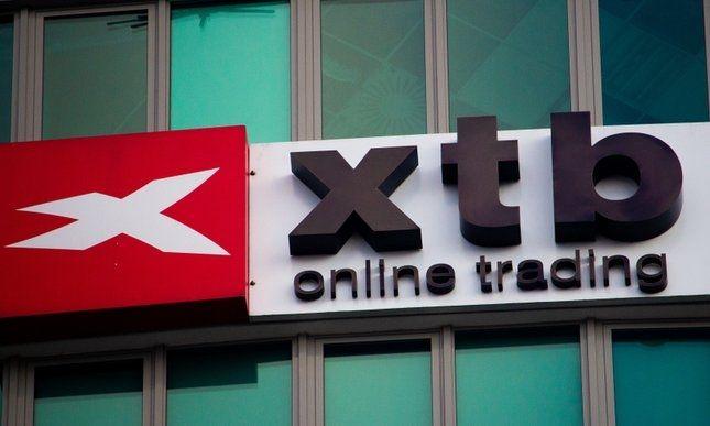 XTB z prawie 99% niższym zyskiem - ESMA dobija brokerów Forex?