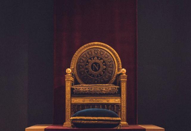 Złoto króluje, a rentowności światowych obligacji spadają