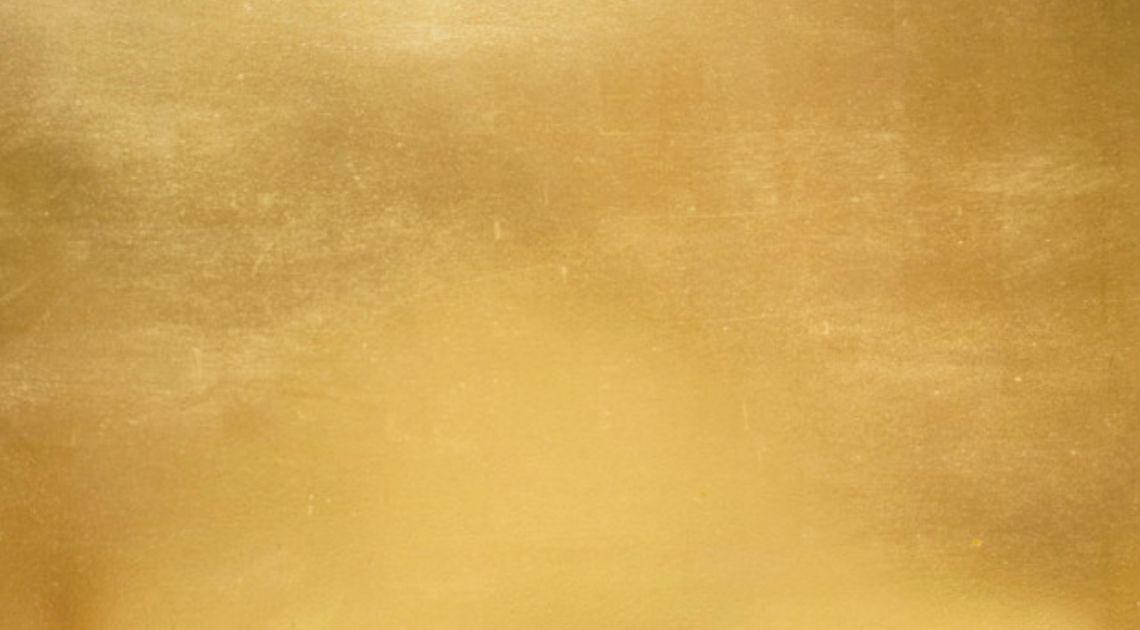 Złoto zyskuje na osłabieniu dolara. Duże zamówienia na amerykańską ropę ze strony Chin