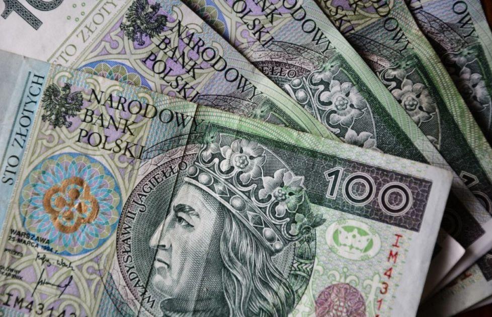 Złoty czeka na wybory? Co z kursem euro? Cena ropy w dół. Ponowne zamknięcie gospodarki coraz bardziej realne