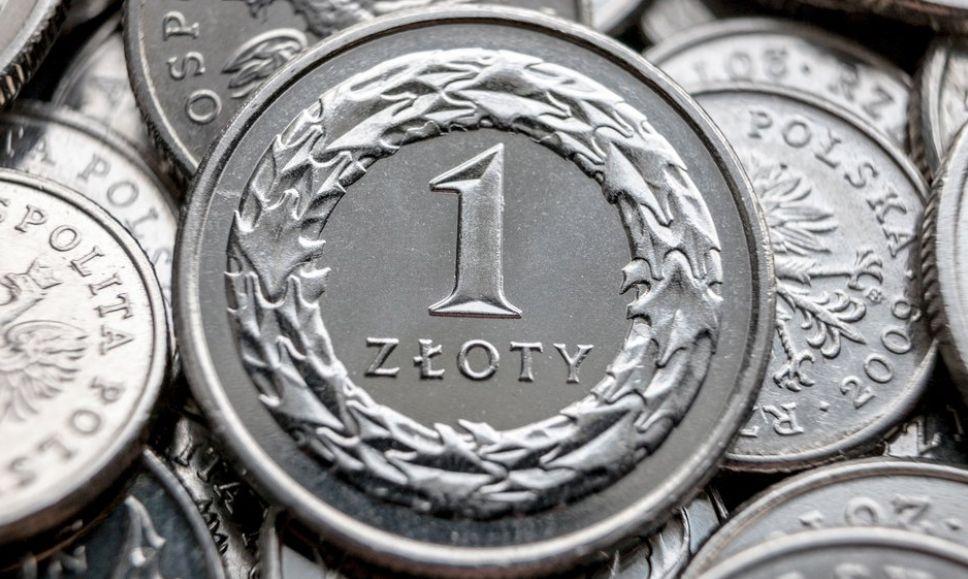 Złoty osłabił się względem kursu euro. Odczyty PMI w tym tygodniu mogą zaskoczyć na plus