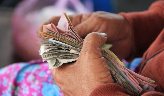 Złoty polski PLN wobec dolara USD, euro EUR, funta GBP i franka GBP. Z dnia na dzień ciekawiej!