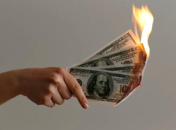 Złotówka jest silna. Znaczne zmiany kursu dolara USDPLN