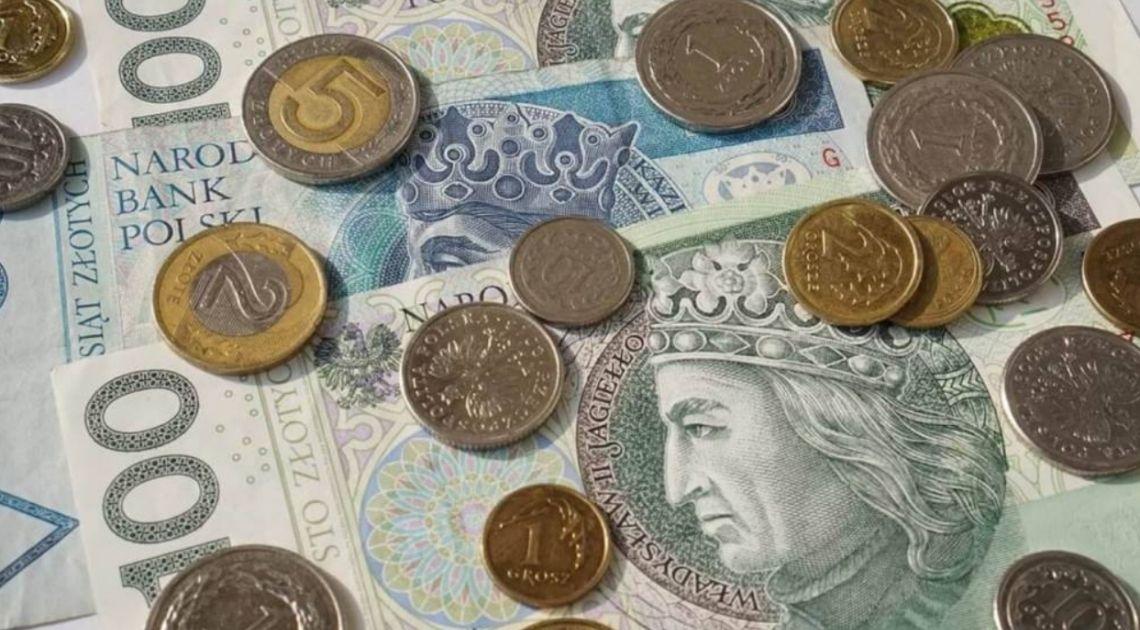 Złoty zyskuje na słabości dolara! Euro wysoko względem amerykańskiej waluty. Letni motyw kontynuowany