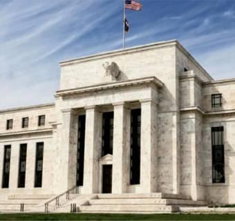Fed niespodziewanie tnie stopy procentowe w obawie przed koronawirusem. Kurs dolara reaguje