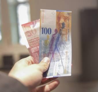 Frankowicze mają problem! Niespodziewane umocnienie franka - silny wzrost kursu CHF - rata kredytu w górę!