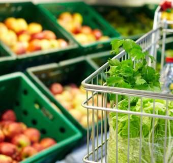 Inflacja w kwietniu spadła, ale żywność wciąż mocno drożeje