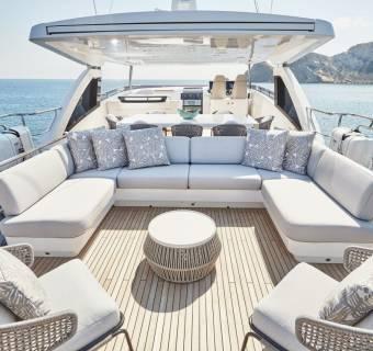 """Luksusowy jacht, pasja prezesa i spadki większe niż jego wartość. """"Śródziemnomorska kultura"""" w ZPUE nie spodobała się akcjonariuszom"""
