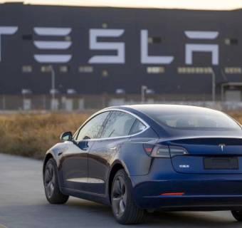 Tesla podała polskie ceny swoich elektrycznych samochodów. Ile zapłacisz za Teslę 3, Model S i X?
